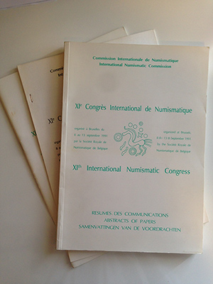 obverse image:  AA.VV. XI Congrés International de Numismatique. Bruxelles, 8 -13 septembre 1991. XI International Numismatic Congress. 3 volumi: Programme / Programma, Resumes des Communications / Abstracts of Papers, Addendum.