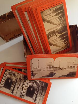 obverse image:  FOTOGRAFIA DELL EMILIA, BROGI. Scatolina in cartoncino ricoperta di carta marmorizzata marrone contenente 34 vedute stereoscopiche d epoca della città di Bologna. Fine  800- inizi  900. Formato 17.5 x 8.5 cm.