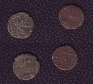 obverse: Lotto 2 centennionali della zecca di Aquileia