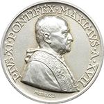 obverse: Pio XI (1922-1939), Achille Ratti. Medaglia annuale, A. XVII.  D/ PIVS XI PONTIFEX MAXIMVS A. XVII. Busto a destra con berrettino, mozzetta e stola. R/ AN. CD. A NAT. S. CAROLI. BORROMAEI. Prospetto del nuovo Ateneo Lateranense; in exergue, ATHENAEVM LATERAN/ A FVNDAMENTIS/ EXCITATVM. Bart.E. 938. AG.   mm. 44.50 Inc. Aurelio Mistruzzi.   qFDC. La medaglia ricorda la fondazione e la costruzione del nuovo Ateneo Lateranense nel IV centenario della nascita di S. Carlo Borromeo.