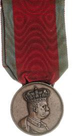 obverse:  Umberto I (1878-1900) Medaglia delle campagne d Africa. Istituita il 3 novembre 1894. Nastro rosso bordato di azzurro.