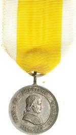 obverse:  Pio IX  (1846-1878), Giovanni Mastai Ferretti Medaglia ufficiale per benemerenze civili e militari, con nastrino giallo a bande bianche.