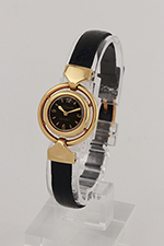 obverse: LECOULTRE, around 1955. Round case in 18 k yellow gold with mobile lugs