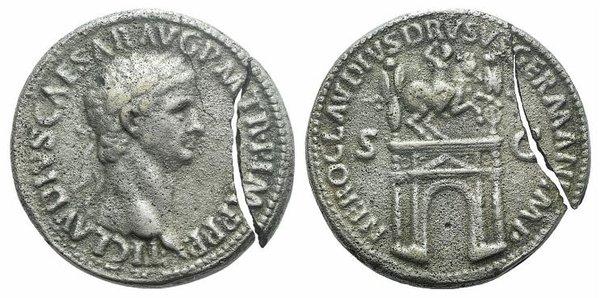 D/ Claudius (41-54). Modern Replica of Æ Sestertius (35mm, 22.07g, 7h). Rome. Laureate head r. R/ Arch of Nero Claudius Drusus. Cf. RIC I 114. Silvered, broken