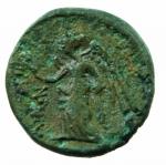 R/ Mondo Greco. Bruttium. Petelia. 214-204 a.C. Bronzo. D/ Testa elmata e barbuta di Ares. R/ Nike andante verso sinistra regge una corona. ANS n.607. Peso 3,55 gr. Diametro 16,56 mm. qSPL/BB+. Patina Verde.