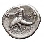 R/ Mondo Greco - Calabria. Tarentum. 235-228 a.C. Nomos. D/ Efebo con ramo di palma e ghirlanda a cavallo a destra. R/ Taras con kantharos su delfino. Vlasto 948. Peso gr. 5,42. BB++.