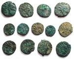 D/ Lotti - Imperatori romano-gallici. Insieme di 13 pezzi in Ae. Intonsi con belle patine e in ottima conservazione.