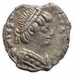 D/ Barbari - Ostrogoti. Atalarico, a nome di Giustiniano I. 526-534 d.C. Quarto di siliqua. AG. Ravenna. Metlich 59 2. Peso gr. 0,64. Bel BB+. Piccola mancanza sul bordo non deturpante.