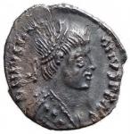R/ Barbari - Vitige. 536-540 d.C. Mezza Siliqua a nome di Giustiniano. Ag. D/ Busto diademato dell'imperatore. R/ Scritta in corona (VITIGES). Ranieri 300 (R3) Metlich 63. Peso gr. 1,4. SPL+. Intonsa con bella patina. RR.