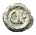 R/ Bizantini. Giustino II. 565-578 d.C. Da 250 nummi. Ag.Ravenna. D\ DN IVSTINVS PP AV Busto diademato e paludato verso destra. R\ grande CN e globetto in corona d' alloro. MIB 37. Sear 411. Ranieri 420. Byzantine coins Italy, vol. I, 161. Peso 0,64 gr. Diametro 13,00 mm. SPL. RR.