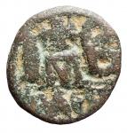 R/ Bizantini - Heraclio, Heraclio Costantino e Heraclione. 638-641 d.C. 12 nummi. Ae. Peso gr. 7,84. Diametro mm.19,4. MB-BB.