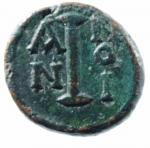R/ Bizantini. Costante II. 641-668 d.C. Decanummo. AE. D/ Busto frontale di Costante con lunghi baffi e barba. R\ ANNO I grande I. Peso 5,60 gr. Diametro 15,00 mm. BB+. RR. po