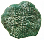 R/ Bizantini. Costantino V con Leone IV. 741-775 d.C.Follis. AE. Siracusa. ca. 757-775 d.C. D\ Busti coronati di Costantino V e Leone IV frontali, indossano clamide e reggono akakia; sopra +, a sinistra [K], a destra[Λ / E / O / N]. R\ Busto coronato di Leone III frontale, indossa clamide e regge croce; a sinistra, [Λ / E / O / N], a d., Δ / E / C. Spahr 335; Anastasi 437; Sear 1569; DOC 19. Peso 3,75 gr. Diametro 19,00 mm. SPL. Patina verde.
