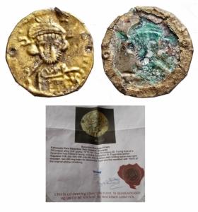 D/ Bizantini - VII° sec. d.C. Bracteate. Busto di fronte di Costantino IV Pogonatus. Peso gr. 0,47. Diametro mm. 19,7. qBB. Certificata. RR.