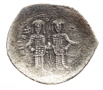 R/ Bizantini - Alessio III. Angelo-Comneno, 1195-1203 d.C. Aspron Trachy. Bi. D/ KERO HQEI / IC - XC, Busto di fronte di Cristo. R/Alessio e San Costantino in piedi, tenendo labaro. Peso gr. 2,38. BB+. Patina.