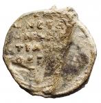 R/ Bizantini - XII Secolo. Sigillo in piombo. D/ Saint Nicholaus. R/ Legenda su 7 righe. Peso gr. 17,46. Diametro mm. 28,15. Bella patina.