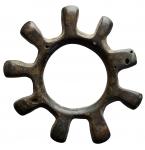 D/ Celti -II-I secolo a.C.Moneta anulare con nove raggi. Ae. Peso gr. 6,88. Diametro mm.28,8.Ottime condizioni. R.