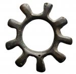 R/ Celti -II-I secolo a.C.Moneta anulare con nove raggi. Ae. Peso gr. 6,88. Diametro mm.28,8.Ottime condizioni. R.