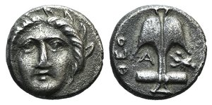 D/ Thrace, Apollonia Pontika, mid-late 4th century BC. AR Diobol (10mm, 1.18g, 6h). Theo-, magistrate. Facing gorgoneion. R/ Upright anchor; ΘEO and A to l., crayfish to r. Topalov 56; SNG BM Black Sea 168-76 var. (magistrate). Good VF