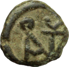 R/ Vandals. Pseudo-Imperial coinage.  AE Nummus. In the name of Anastasius I, 491-518 AD. Obv. Pearl-diademed, draped, and cuirassed bust right. Rev. Monogram of Anastasius. BMC Vandals 128. AE. g. 0.47  mm. 8.00    About VF/VF.