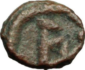 R/ Vandals. Hilderic (523-530 AD).  AE Nummus, Sardinia. Obv. Diademed, draped and cuirassed bust right. Rev. Large A within wreath. Vand. 350. AE. g. 0.65  mm. 9.00    VF.
