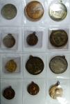 R/ Medaglie. Accumulazione di 24 medaglie prevalentemente religiose e dei vigili del fuoco. Mediamente qFDC.g.f