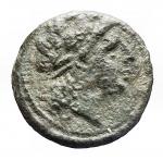 D/ Repubblica Romana -Serie anonima. 234-231 a.C.Litra. AE. D/ Testa di Apollo a destra.R/ Cavallo con briglie scalpitante a sinistra. Sotto ROMA.Cr. 26/3. Peso gr. 3,12. Diametro mm. 15.56. MB-BB. Patina verde. Porosita'.