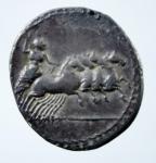 R/ Repubblica Romana. 86 a.C. Denario Anonimo. D/ Testa di Apollo Vejovis a destra sotto una folgore. R/ Giove su quadriga verso destra. CR.350A/2. Peso 3,40 gr. Diametro 20,00 mm. BB+. Patinata.