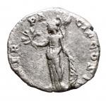 R/ Impero Romano - Clodio Albino. 195-197 d.C. Denario. AG. D/ D CLOD SEPT ALBIN CAES. Testa nuda a destra. R/ MINER PACIF COS II. Minerva stante a sinistra, tiene ramo d'olivo, lancia e scudo. RIC 7. Peso. gr. 2.96. Diametro mm. 17,46. BB+. R.