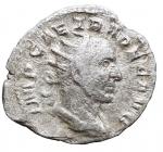 D/ Impero Romano - Traiano Decio. 249-251 d.C.D/ IMP CAE TRA DEC AVG Testa radiata verso destra. R/ GEN ILLIRIC il Genio stante verso sinistra con cornucopia e patera. Peso 2,01 gr. Diametro 21,6 mm. BB+.