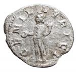 R/ Impero Romano - Traiano Decio. 249-251 d.C.D/ IMP CAE TRA DEC AVG Testa radiata verso destra. R/ GEN ILLIRIC il Genio stante verso sinistra con cornucopia e patera. Peso 2,01 gr. Diametro 21,6 mm. BB+.