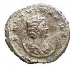 D/ Impero Romano -Salonina, moglie di Gallieno, deceduta nel 268 d.C.Antoniniano.Ae.D/ SALONINA AVG. Busto diademato e drappeggiato a destra, su crescente.R/ IVNO REGINA. Iuno stante a sinistra, tiene patera e scettro. Ai suoi piedi un'aquila.Nel campo stella.Pesogr. 3,35. Diametromm. 21,47.BB. Parzialmente argentato.