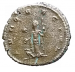 R/ Impero Romano -Salonina, moglie di Gallieno, deceduta nel 268 d.C.Antoniniano.Ae.D/ SALONINA AVG. Busto diademato e drappeggiato a destra, su crescente.R/ IVNO REGINA. Iuno stante a sinistra, tiene patera e scettro. Ai suoi piedi un'aquila.Nel campo stella.Pesogr. 3,35. Diametromm. 21,47.BB. Parzialmente argentato.