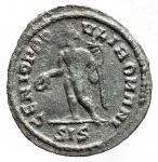 R/ Impero Romano - Massimiano Erculeo. 286-310 d.C. Quarto di Follis. Ae. Siscia. D/ MAXIMIANVS AVG. Testa laureata a destra. R/ GENIO POPVLI ROMANI. Genius stante a sinistra. In esergo SIS. RIC VI 169b. Peso gr. 2,12. Diametro mm. 19.53 x 20,35. BB+/qSPL. Patina verde.RR.