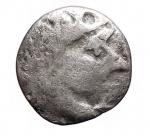 D/ I Celti -I Celti del Danubio. II-I sec. a.C.Dracma, AG. D/ Testa di Zeus a destra.R/ Cavallo stilizzato al passo a sinistra. Sopra cerchio centrato da globetto.Cfr. Göbl, OTA, tav. 17, 204. Peso gr. 1,87. Diametro mm. 13,36.MB-qBB.