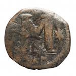 R/ Bizantini - Giustino I. Nicomedia. 518-527 d.C. 40 Nummi. AE. DOC 28b. Peso gr. 14,87. Diametro mm. 33,2. MB-qBB.