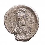D/ Bizantini - Giustiniano I. 527-565 d.C.Mezza Siliqua.Ag. D/ Busto con testa elmata di Costantinopoli a destra. R/ Grande K. Bendall, Anonymous 8; Vagi 3051. Peso gr. 1,02. Diametro mm. 13,69 x 14,03.BB+. R.
