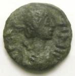 D/ Bizantini. Giustino II. 565-578 d.C. Pentanummo. AE. Roma (?). D/ Busto a destra. R/ V entro corona. D.O. 208 var. P. 114. Peso gr. 1,14. Diametro mm. 12. SPL+. Patina verde. Ottima conservazione per il tipo.R.