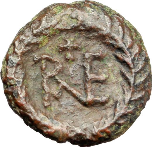 R/ Ostrogothic Italy.  AE Decanummium. Municipal bronze coinage of Ravenna, circa 536-554 AD. Obv. FELIX RAVENNA. Crowned bust of Ravenna right. Rev. Monogram of Ravenna. MEC 145-149. Ranieri 260-269. AE. g. 2.21  mm. 14.00  R.  About VF/VF.