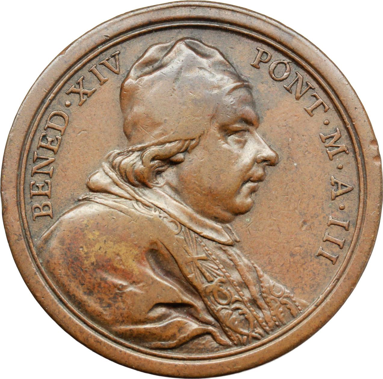 D/ Benedetto XIV (1740-1758), Prospero Lambertini. Medaglia A. III.  D/ BENED XIV PONT MAX A. III. Busto a destra con camauro, mozzetta e stola. R/ MEMORIAE M. CLEM M. BRIT REGINAE. Monumento funebre  in San Pietro. Patr. 13. AE.   mm. 35.00    BB+.