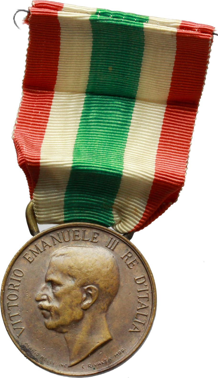D/ Vittorio Emanuele III (1900-1943). Medaglia con nastrino tricolore. Ass. Naz. madri e vedove dei caduti, per i 70 anni dell'Unità d'Italia, 1848-1918.     AE.   mm. 32.00    BB/qSPL.