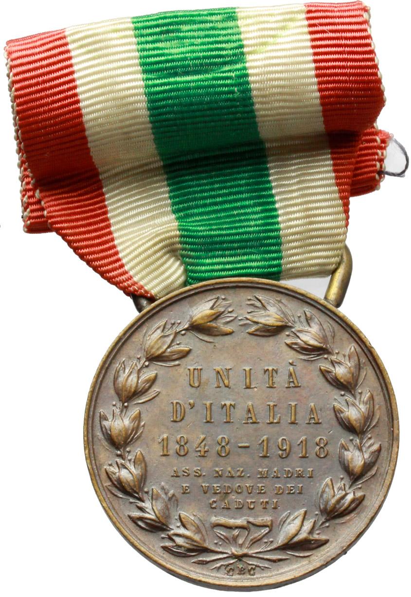 R/ Vittorio Emanuele III (1900-1943). Medaglia con nastrino tricolore. Ass. Naz. madri e vedove dei caduti, per i 70 anni dell'Unità d'Italia, 1848-1918.     AE.   mm. 32.00    BB/qSPL.