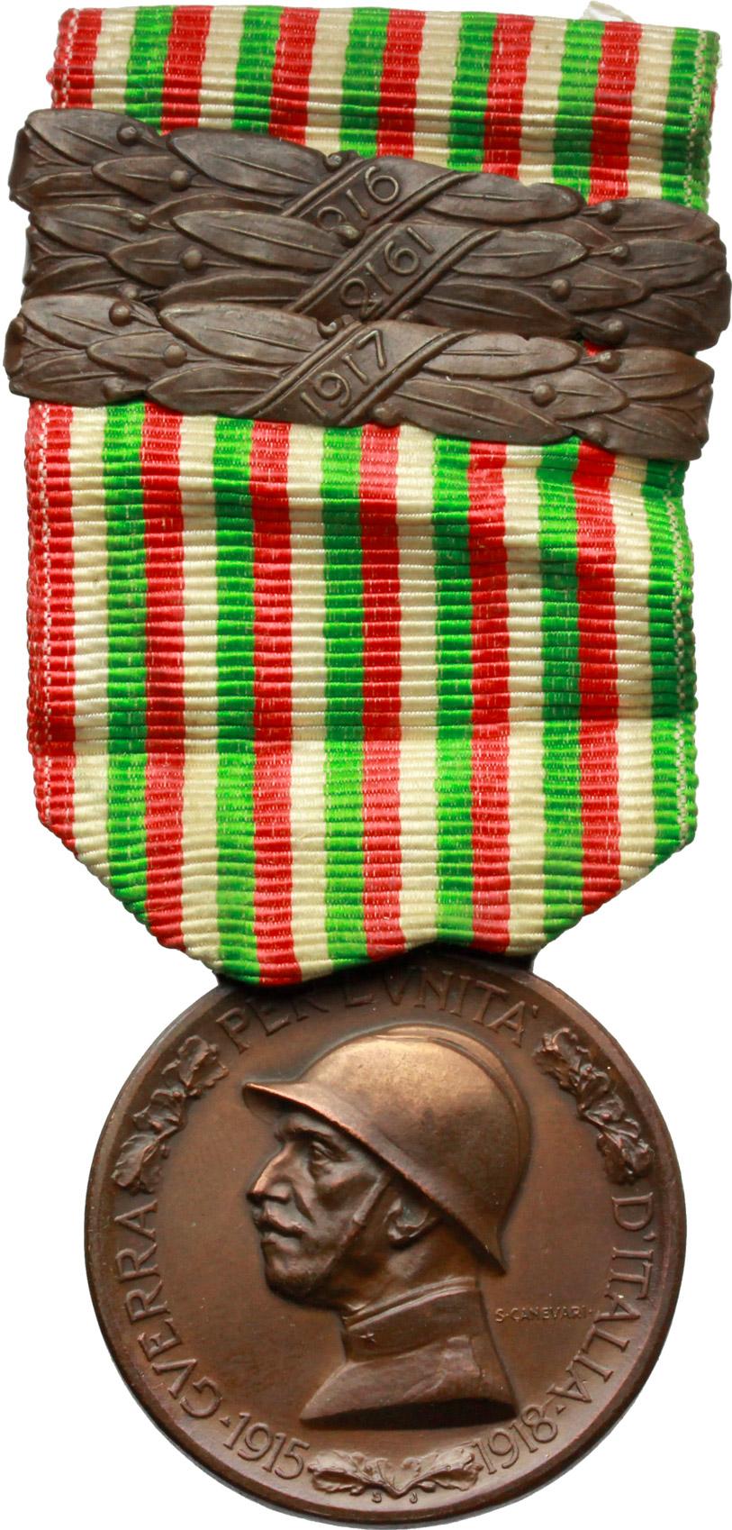 D/ Vittorio Emanuele III (1900-1943). Medaglia commemorativa della guerra 1915-1918 con nastrino tricolore e tre fascette in bronzo 1916-1917-1918.     AE.   mm. 32.50    SPL.