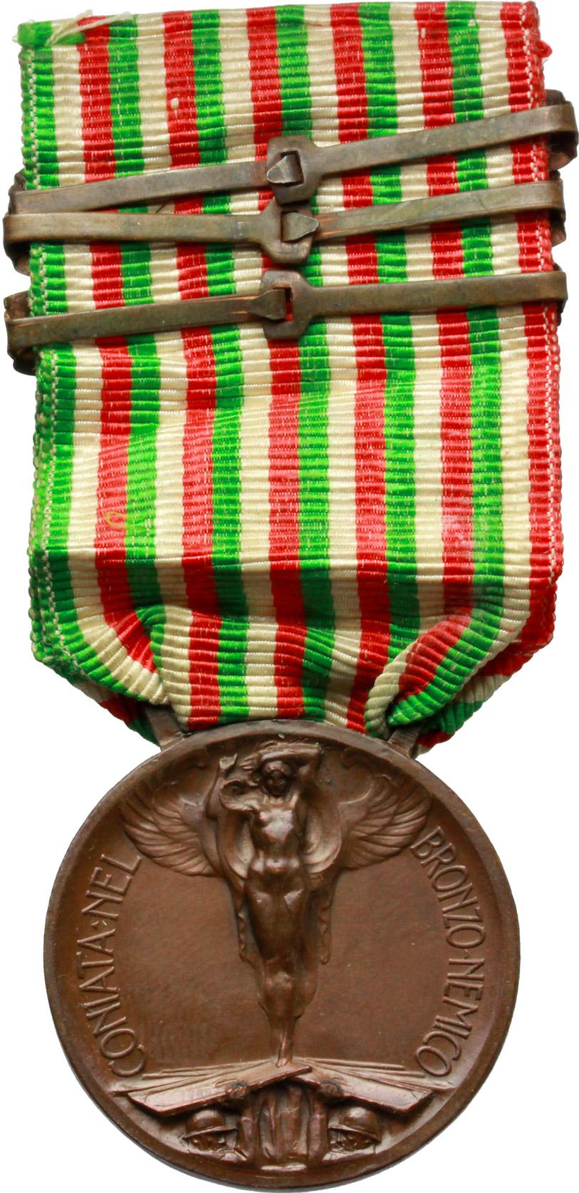 R/ Vittorio Emanuele III (1900-1943). Medaglia commemorativa della guerra 1915-1918 con nastrino tricolore e tre fascette in bronzo 1916-1917-1918.     AE.   mm. 32.50    SPL.