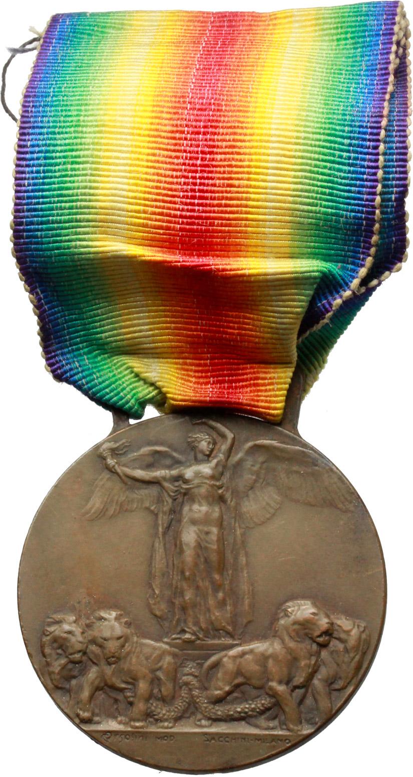 D/ Vittorio Emanuele III (1900-1943). Medaglia con nastrino ai combattenti e alle nazioni alleate ed associate. Grande Guerra per la civiltà, MCMXIV-MCMXVIII.     AE.   mm. 36.00 Inc. Ugolini-Sacchini.   SPL.