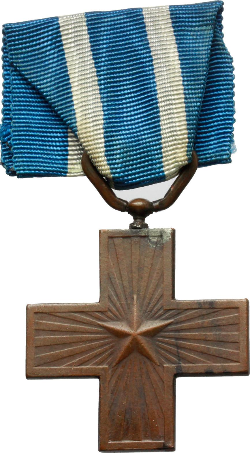 R/ Vittorio Emanuele III (1900-1943). Medaglia a croce con nastrino, al merito di guerra. (1922).    Brambilla p. 618. AE.     Dimensioni: 38 x 38 mm. SPL.