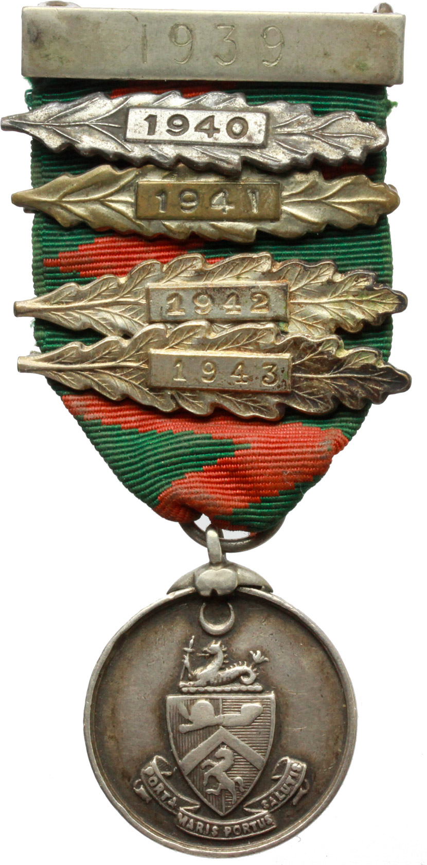 D/  Medaglia con motto 'Porta maris portus salutis' con nastrino e cinque fascette di metallo con date dal 1939 al 1943.     AG.   mm. 26.00    qSPL.