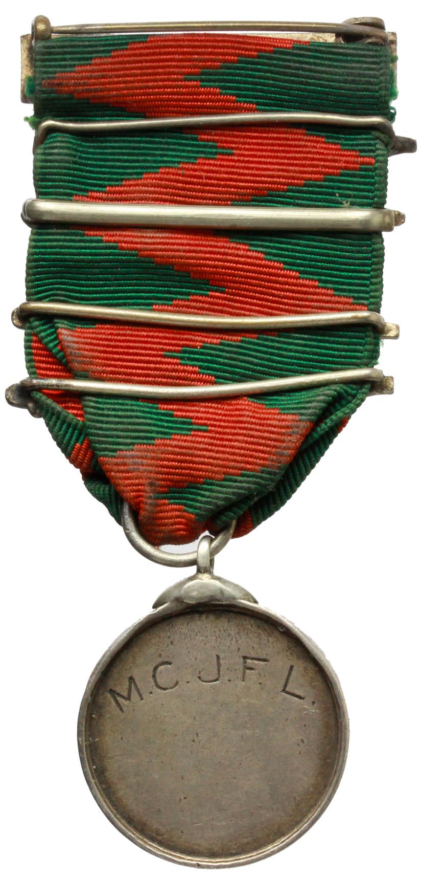R/  Medaglia con motto 'Porta maris portus salutis' con nastrino e cinque fascette di metallo con date dal 1939 al 1943.     AG.   mm. 26.00    qSPL.