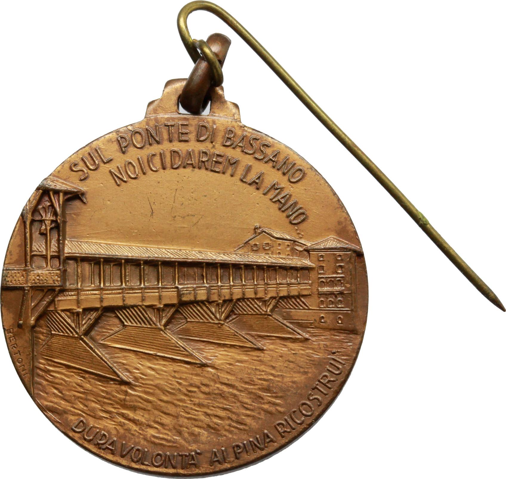 D/ Alpini. Medaglia alpini per la ricostruzione del ponte di Bassano del Grappa.     AE.   mm. 32.20    SPL.