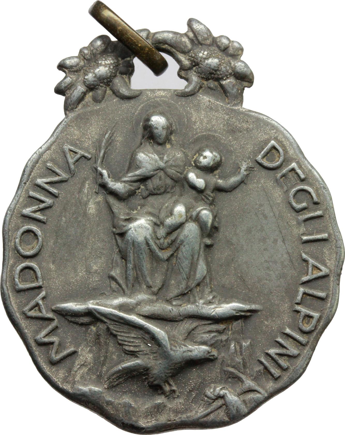 D/ Alpini. Medaglia Madonna degli Alpini con motto 'si va oltre'.     AG.   mm. 35.00    Bel BB.